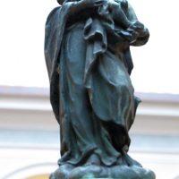 Statua della Madonna sulla fontanella
