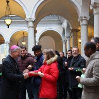 Il Vescovo Pierantonio saluta i catecumeni