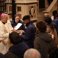 Il Vescovo consegna il Vangelo