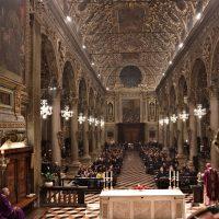 L'assemblea in ascolto della parola del Vescovo