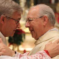Scambio di pace tra il Vescovo e il Vicario generale