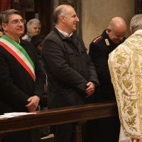 Scambio di pace tra il Vescovo, le Autorità e alcuni fedeli