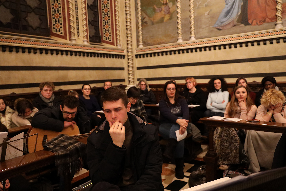 In ascolto della riflessione di don Roberto Ferrari, assistente Agesci
