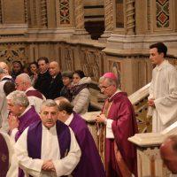 Inizio della S. Messa celebrata in Santuario
