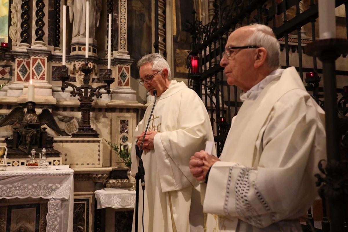 Il Vescovo con i concelebranti