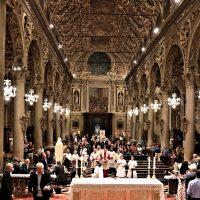 La processione arriva in Basilica
