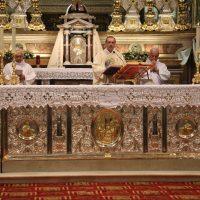Il Rettore don Claudio celebra la S. Messa delle ore 16