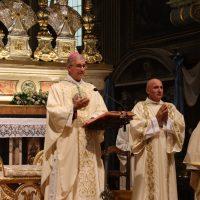 Il Vescovo S. E. Mons. Pierantonio Tremolada presiede la solenne concelebrazione