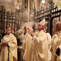 Preghiera alla Madonna in Santuario
