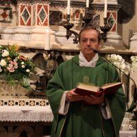 Don Claudio Zanardini, Rettore, presiede la celebrazione