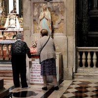 In Basilica, la devozione alla Madonna Immacolata