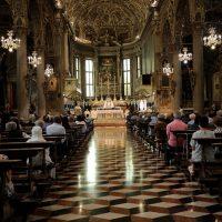 Al centro il Vescovo, alla sua destra il Rettore del Santuario, alla sua sinistra il Provicario generale