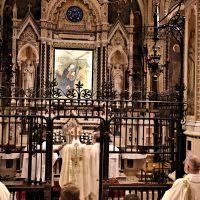 Preghiera presso la Sacra Immagine della Madonna delle Grazie
