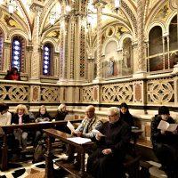 In primo piano il Rettore Mons. Mario Piccinelli