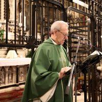 Don Giuseppe Piccoli proclama il Vangelo