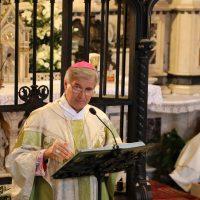 Il Vescovo durante l'omelia