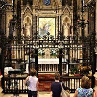 La visita nel Santuario davanti all'Immagine Sacra