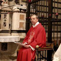 Celebra il Rettore don Claudio, coadiuvato da don Giuseppe