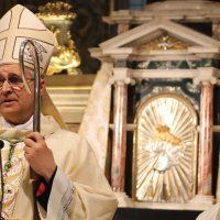 La benedizione impartita dal Vescovo