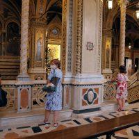 In Santuario presso la immagine sacra della Madonna delle Grazie