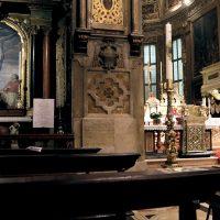 La Cappella del Crocifisso, accanto al presbiterio