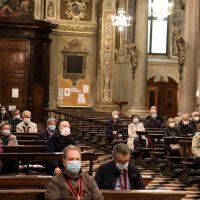 I fedeli presenti alla preghiera