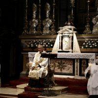 Lucernario: accensione delle fiaccole per la preghiera di affidamento