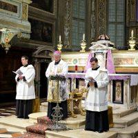 Il Vescovo Pierantonio dà inizio all'incontro