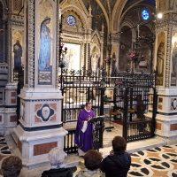 Il Rettore del Santuario celebra la S. Messa
