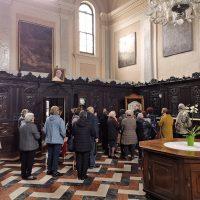In sacrestia presso la pianeta della prima Messa di S. Paolo VI