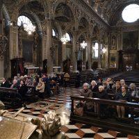 Il gruppo in preghiera nella Basilica
