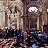 Presso l'altare con la reliquia di San Paolo VI