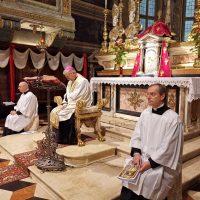 Il Vescovo Pierantonio presiede la recita del Rosario