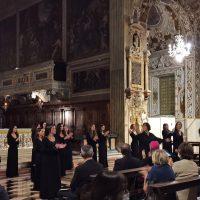 Il coro riceve gli applaus del pubblico