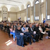 Il salone con i presenti all'evento