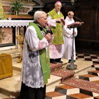 Il Rettore Mons. Mario Piccinelli saluta Mons. Bruno Foresti