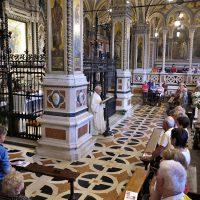 Mons. Mario Piccinelli guida la preghiera dei fedeli