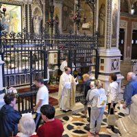 Bacio della reliquia del Beato Paolo VI