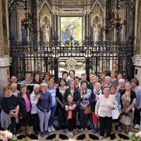 Il gruppo davanti all'Immagine Sacra