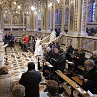 Inizio della S. Messa celebrata dal parroco di Arcisate don Valentino
